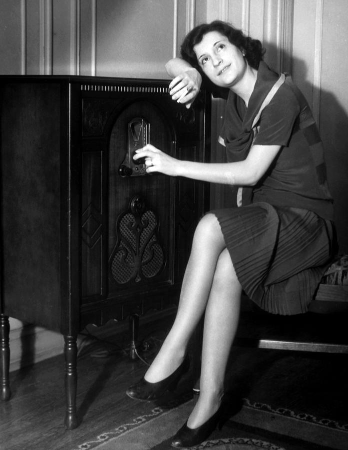 woman listening to radio - c 1930s (1)