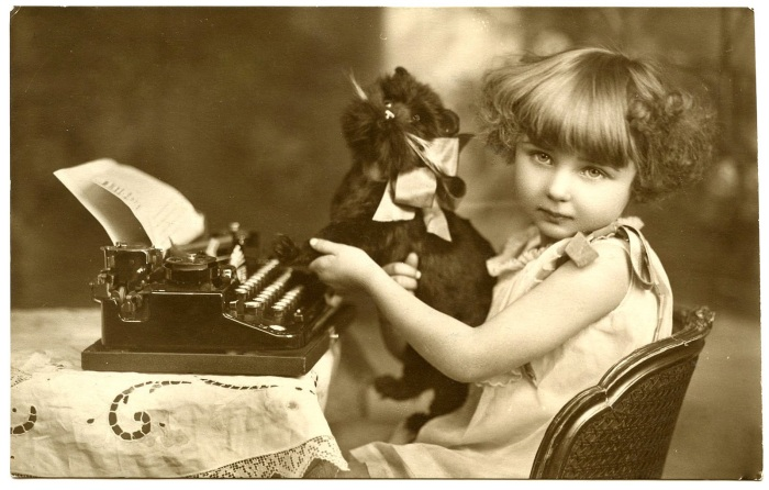 vintage girl-with-typewriter